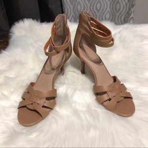 BCBGeneration Shoes - NWOT BCBGeneration Camel Heels Zip Back Size 9